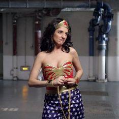 Florence Foresti se transforme en Superwoman pour aider les femmes victimes de violences (Vidéo)