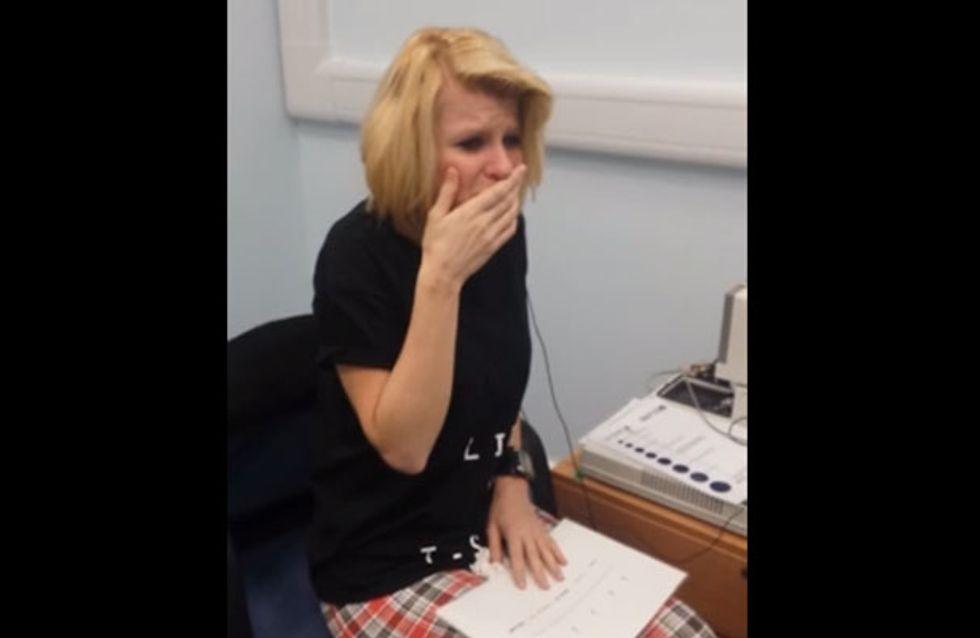 Wie ein Wunder! Diese taube Frau hört gerade zum ersten Mal in ihrem Leben etwas