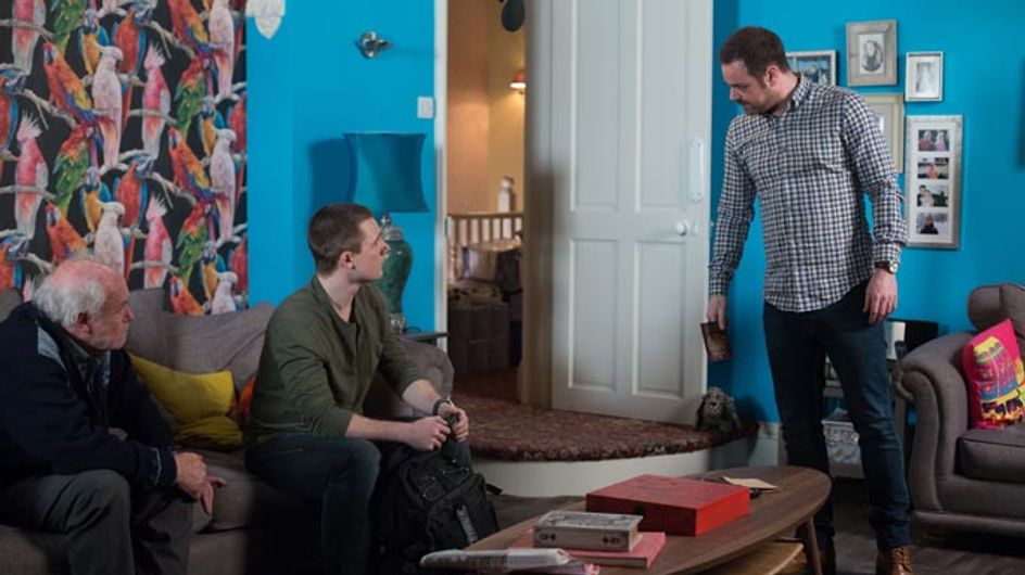 Eastenders 10/04 – Mick is suspicious of Lee