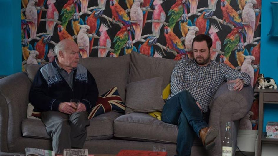 Eastenders 11/04 – Mick pushes Lee for answers
