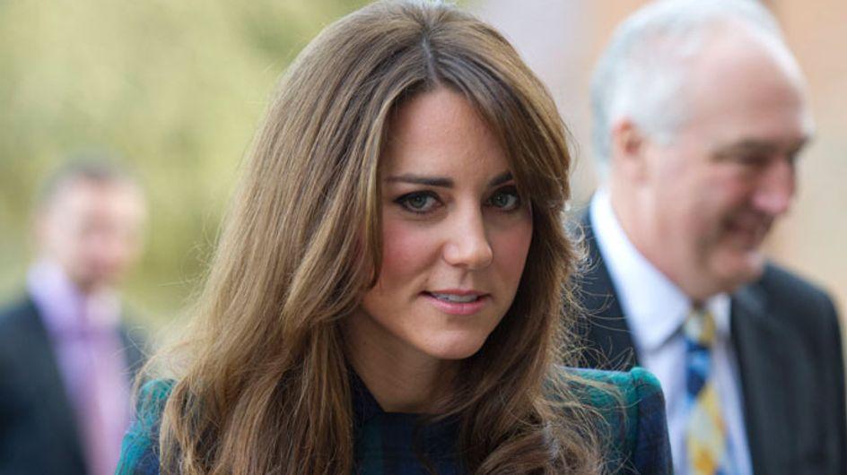 Kate Middleton : Aperçue en train d'embrasser un mystérieux inconnu ! (Photos)
