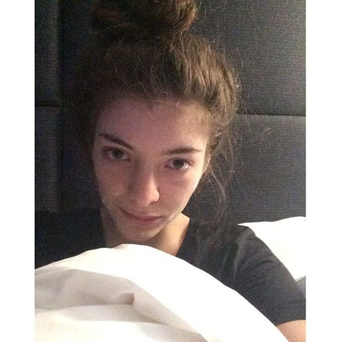 Lorde se montre au naturel avec sa crème anti-bouton