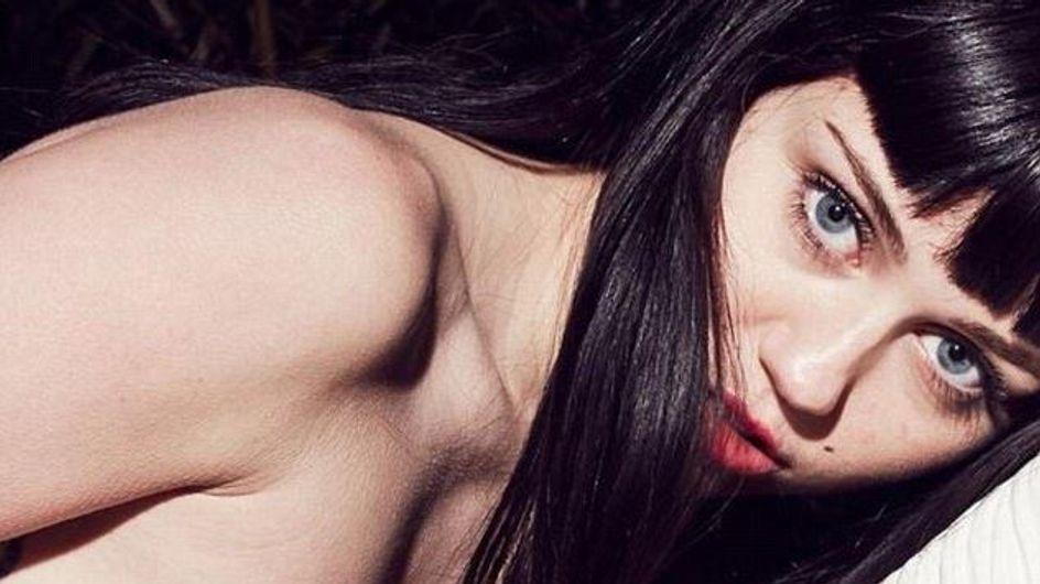 Miley Cyrus : Brune et topless sur la pochette de son single ! (Photos)