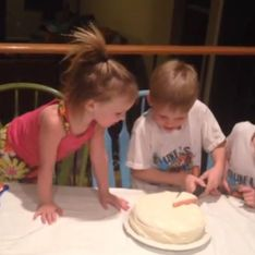 La réaction étonnante d'un garçon lorsqu'on lui annonce qu'il va avoir une petite sœur… (Vidéo)