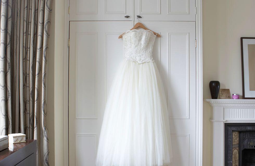 Pour célébrer à jamais le plus beau jour de sa vie, elle n'a pas quitté sa robe de mariée depuis 10 ans (vidéo)