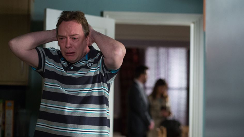Eastenders 21/04 – Ian desperately tries to contact Lucy