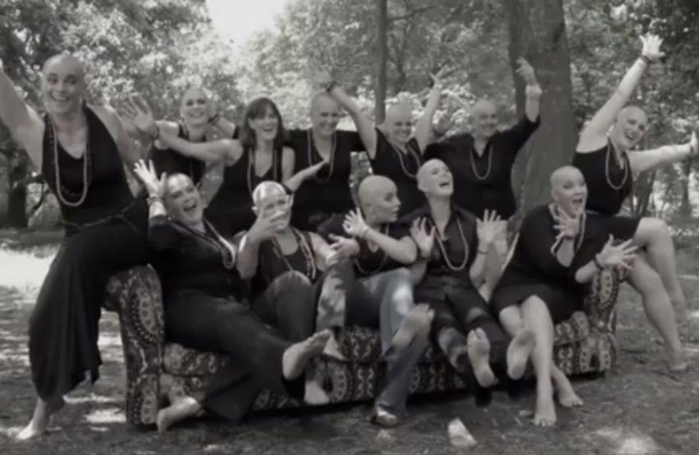 Borstkanker: Ze scheren hun hoofd om hun zieke vriendin te steunen (video)