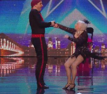 A 80 ans, cette danseuse de salsa a bluffé le jury de Britain's Got Talent ! (vi