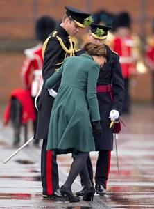 Kate Middleton et son talon coincé !