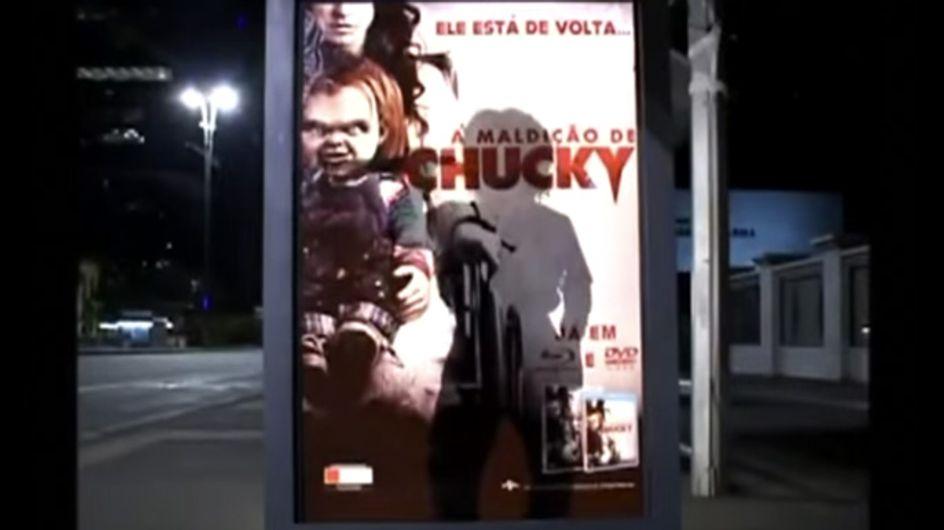 Video/Chucky, la bambola assassina, diventa reale. E se la incontrassi alla fermata del bus?