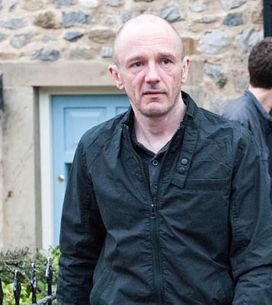 Emmerdale 08/05 – Donna is forced to move in with Paddy