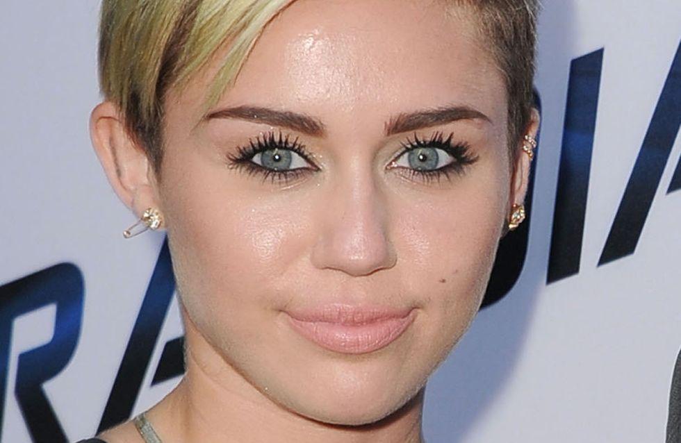 """Miley Cyrus : Raconte son """"effrayante"""" hospitalisation"""