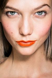 Les plus beaux rouges à lèvres de l'été - Orange Flashy