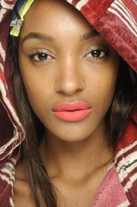 Les plus beaux rouges à lèvres de l'été - Corail Léger