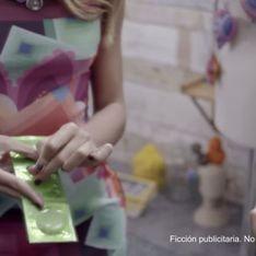 Desigual : Une mannequin perce un préservatif dans une pub (vidéo)
