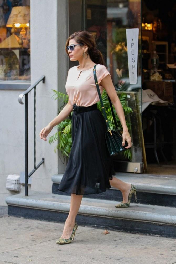 Le look du jour : Eva Mendes et son style vaporeux