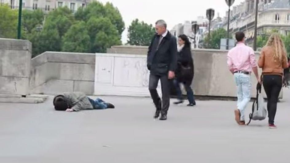 Déguisé en SDF, il demande de l'aide aux passants qui restent indifférents (Vidéo)