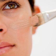 Tuto maquillage : Apprends à réaliser un teint lumineux en 5 minutes seulement !