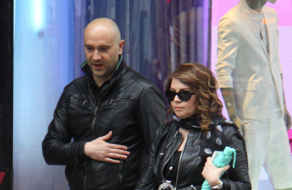 Cristina D'Avena: giro di shopping con il fidanzato. Le foto della coppia