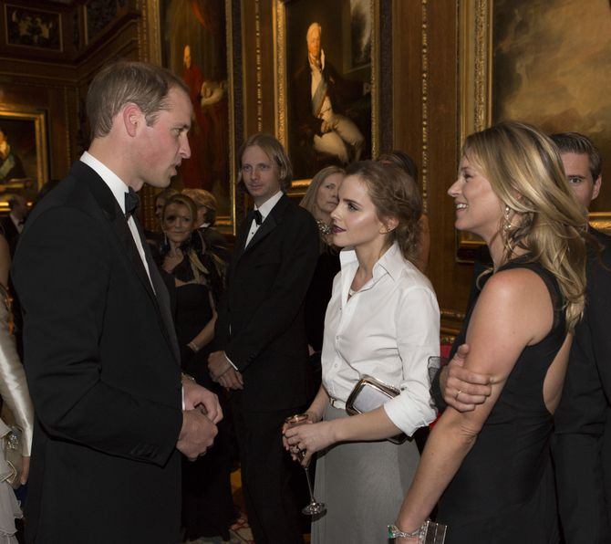 Prince william entouré de Kate Moss et Emma Watson