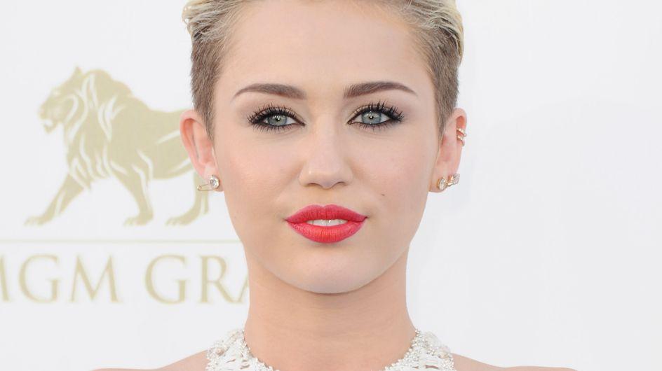 Miley Cyrus : Pourquoi ses genoux font-ils le buzz ? (Photos)