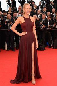 Blake Lively pour la montée des marches de Grace de Monaco à Cannes