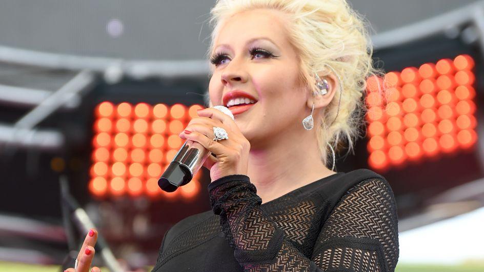 Christina Aguilera : Enceinte et rayonnante sur scène (Photos)