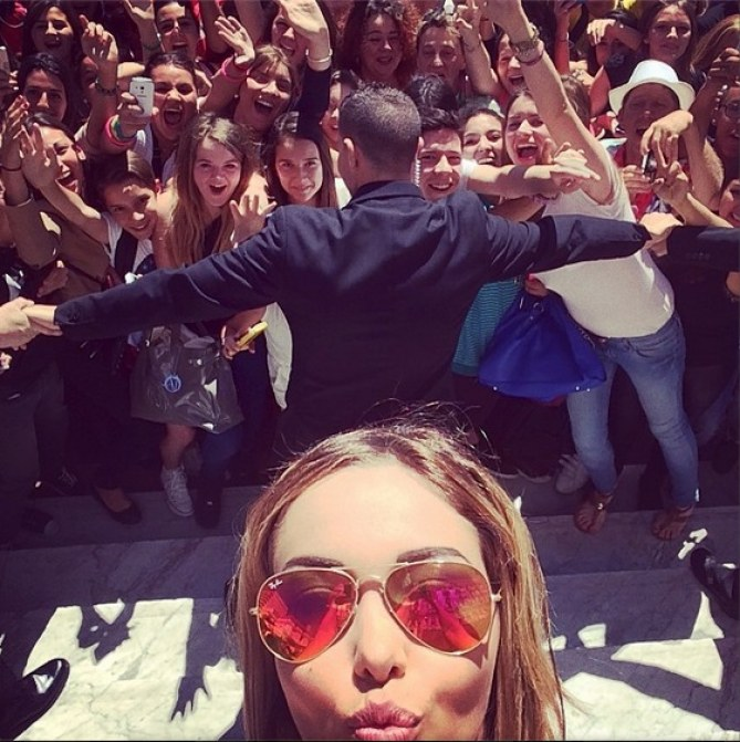 Nabilla selfie Festival de Cannes 2014
