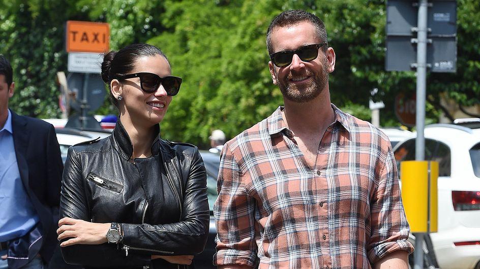Adriana Lima, dopo il divorzio un nuovo amore? Le foto della top model con un misterioso uomo!