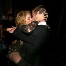 Shakira y Gerard Piqué se comen a besos durante los Billboard