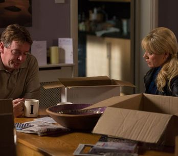 Eastenders 29/05 – Phil and Sharon panic about Ian