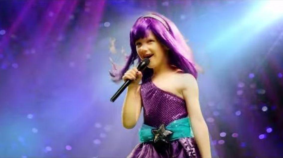 Una niña de 5 años supera un cáncer y demuestra su valentía cantando 'Roar'
