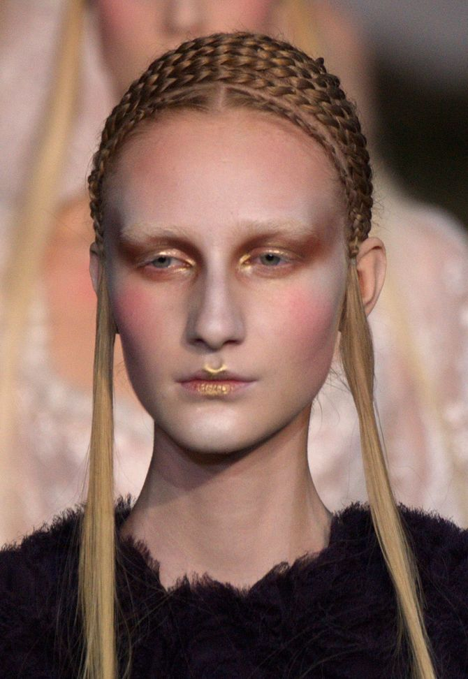 Koper make-up modeshow Alexander McQueen herfst-winter 2014-2015