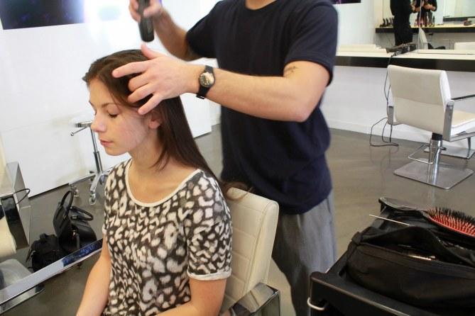 Comment réaliser le side-hair glamour de Laetitia Casta ?