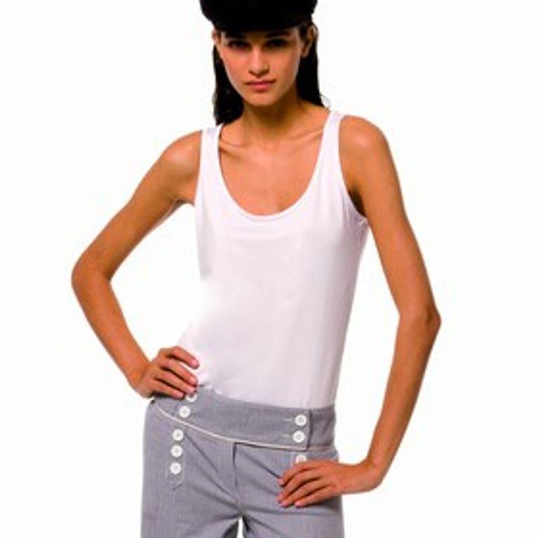 f56ddcb485e Cómo elegir y cómo lucir una camiseta de tirantes