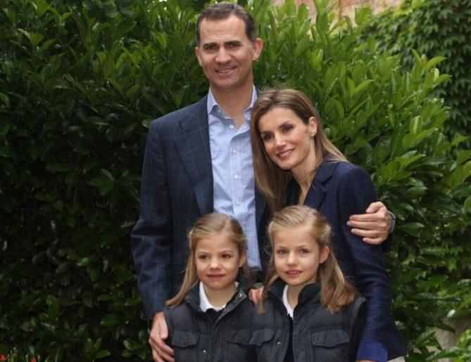 Los Príncipes de Asturias junto a sus hijas Leonor y Sofía