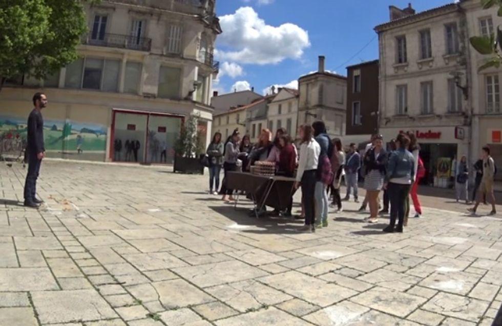 Un artiste se fait humilier en pleine rue pour une expérience troublante (Vidéo)