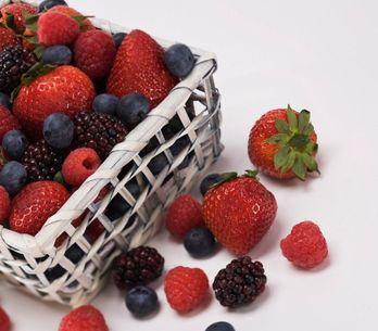 Frutos rojos: variedades, cómo elegirlos y 3 recetas deliciosas para verano