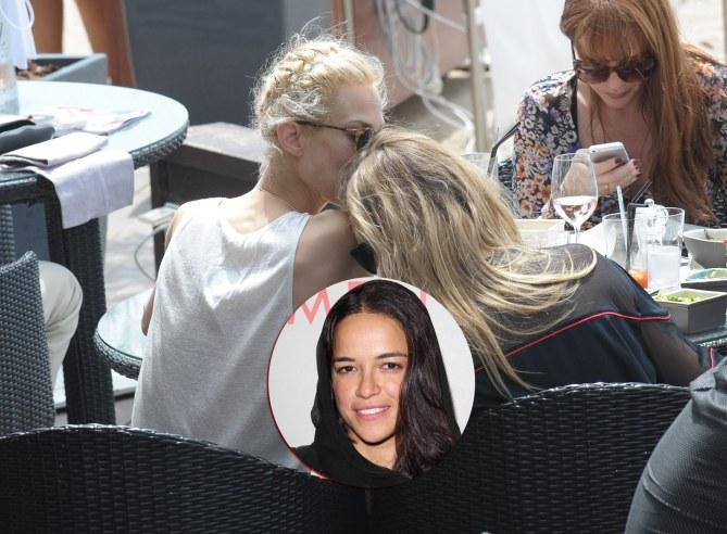 Cara Delevingne e Aymeline Valade, nel tondo la ex della modella, Michelle Rodriguez