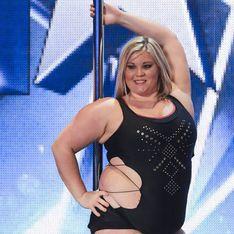 Une femme obèse devient légère comme une plume sur une barre de pole dance (Vidéo)