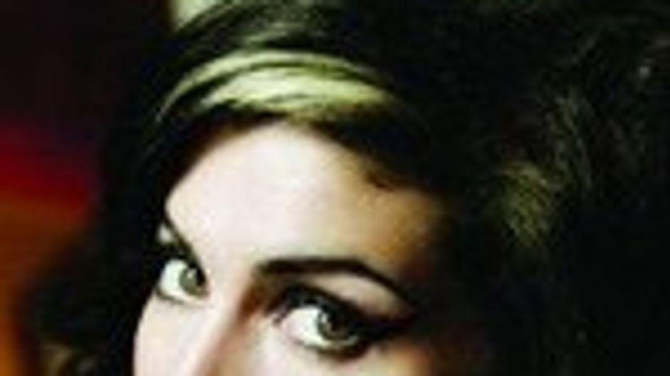 Amy Winehouse seguirá lejos de su marido