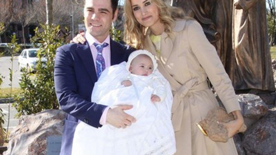 Fonsi Nieto y Alba Carrillo bautizan a su hijo Lucas
