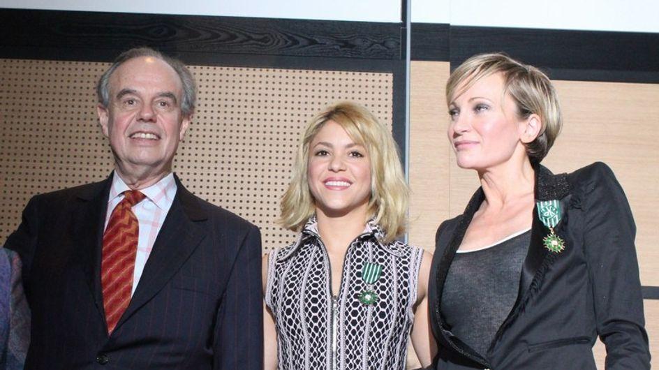Shakira, condecorada por Francia