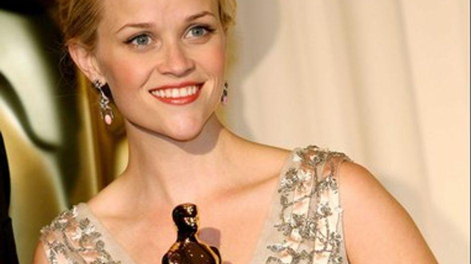 Reese Witherspoon espía a sus ex en Facebook