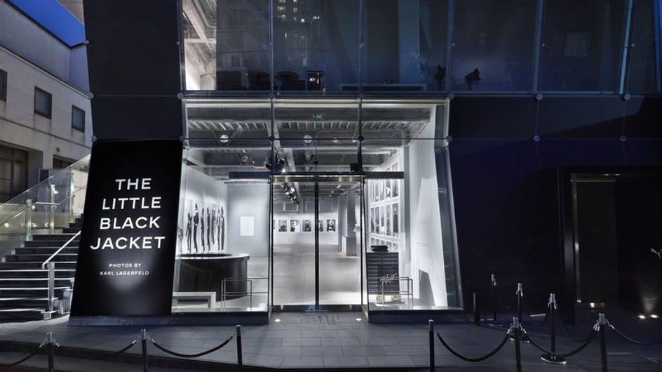 """Chanel rinde homenaje a """"La pequeña chaqueta negra"""""""