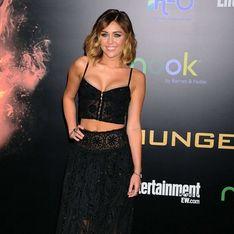 Miley Cyrus niega estar prometida tras mostrar un anillo de compromiso