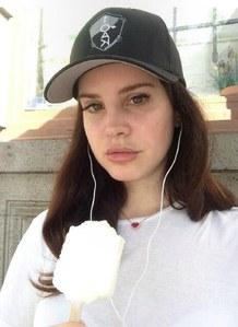 Lana Del Rey sans maquillage