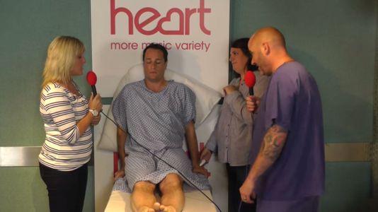 Tom Evans expérimente les douleurs de l'accouchement
