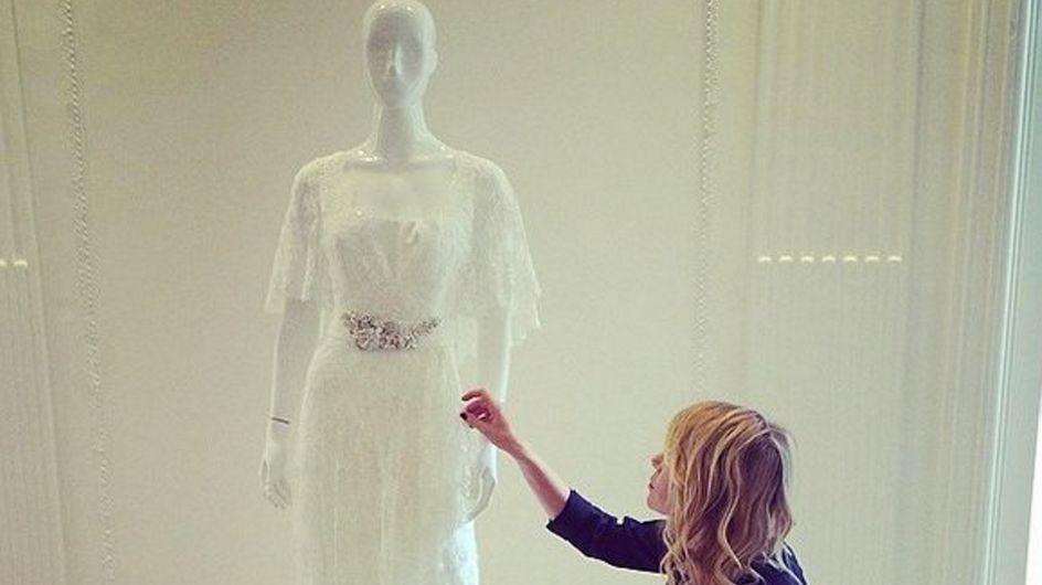Alessia Marcuzzi presto sposa? La showgirl in un negozio di abiti nuziali