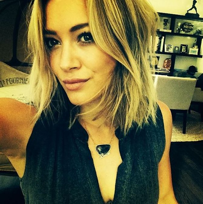 Hilary Duff coupe courte